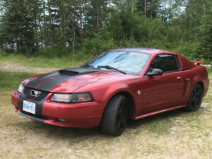 2004 Ford Mustang Leather Coupe (2 door)