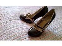 size 4 ladies high heel fashion shoes. Black pattent with cream trim.