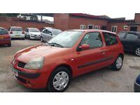 Renault clio 2004 . 1.2cc . MOT 9 month