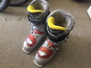 Women's Size 7 Salomon Ski Boots