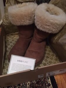 Authentic UGG boots - size 8