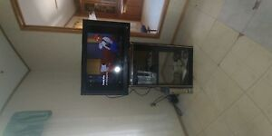 32 inch tv with xbox 360 and controller