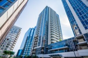 2 beds/1 whr for sale Yonge&Finch
