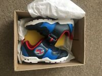 Little boy flashing trainers size 6 1/2