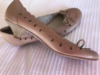M&S LADIES SIZE 6.5 LEATHER SHOES, TAUPE, BRAND NEW, BARGAIN £15.50