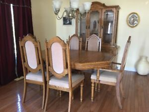 9 PC Solid Oak Dining Room Set (Pickup Only)