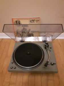 Technics SL-1500 Direct drive turntable. Table tournante.