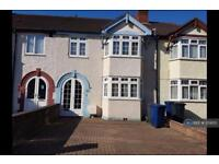 3 bedroom house in Clauson Avenue, Northolt, UB5 (3 bed)