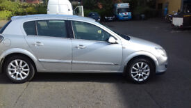 VAUXHALL ASTRA 1.8 DESIGN SILVER LEATHER AND ALLOY WHEELS