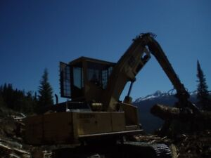 CAT LB300H Log Loader with Buttntop Grapple