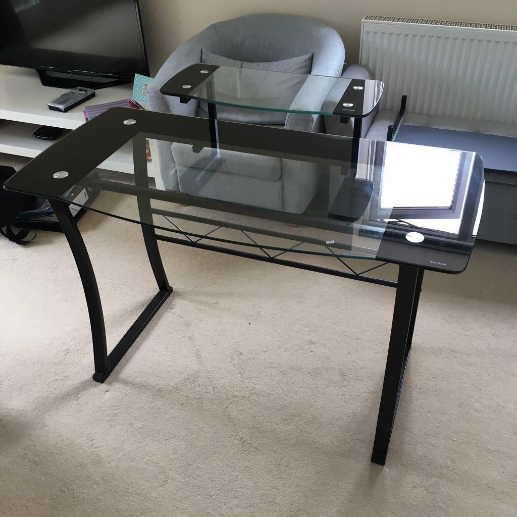 Computer Deskin Shadwell, West YorkshireGumtree - Mint condition computer desk. Selling as had an office refurb.Collection only. No offers as already stupidly cheap