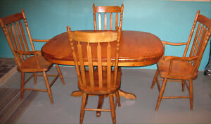SOLID PINE PEDESTAL TABLE AND CHAIRS