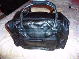 Black Leather Holdall - Never Used - 50cm x 30 x 30 - With zipped side and end pockets