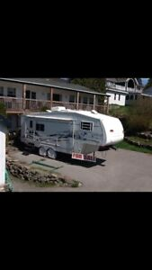 2004 Forest River 5th wheel trailer