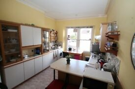 3 bed rooms flat in Redland for family or group of professionals