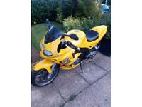 Triumph Daytona yellow 955 I rs