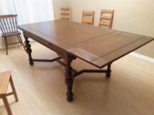 Oak dining table + chairs, buffet, hutch