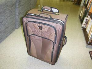 Valise de voyage à vendre: n'a jamais servi. C'est neuf!