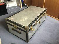 Robust lockable luggage trunk