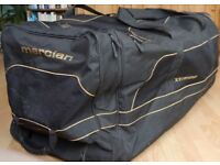 Mercian xtreme gk bag black and gold. In good used condition