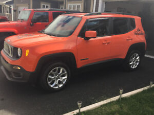 2016 Jeep Renegade North - LIKE NEW with only 13,370 km!!!