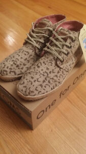 TOMS Women's Desert Botas Snow Leopard Boot Shoes 7 37.5