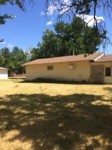 House and 2 large lots in Coronach-Great location