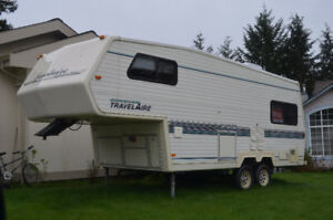 5th wheel 24 1/2' trailer by Travelaire