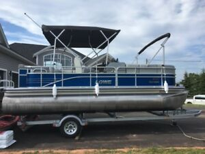 Lowe SS210 21' Pontoon with 115 Suzuki Outboard