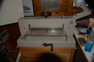 industrial strength guillotine paper/card cutter