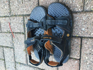 Mens Columia Water Shoes/Sandals (size 10-12)