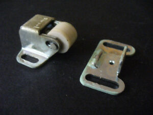 SINGLE ROLLER DOOR LATCH with PLATE