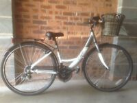 "Apollo Elyse 16"" Womens Hybrid Bike, Like New. Lightweight aluminium frame, Shimano 18 speed gears."