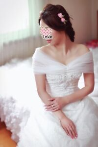 ***Beautiful cathedral train wedding dress worn once $1000***