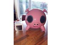 Ipod nano 16gb with pink pig sounddock.