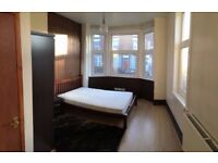 Large Double Bedroom with En-suite (NO FEES)