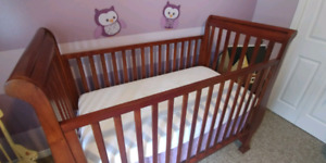 Excellent condition solid wood ragazzi crib