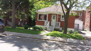 1 Room available for rent in 4 bedroom house on Dundas Street