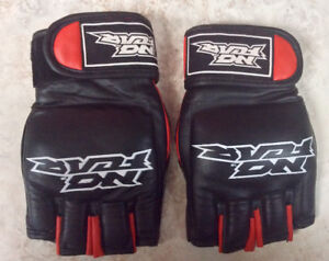 NEW MMA BOXING GLOVES, genuine leather, size ML.