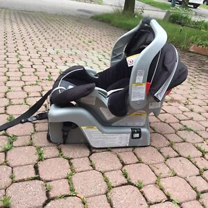 Selling 2 infant car seat