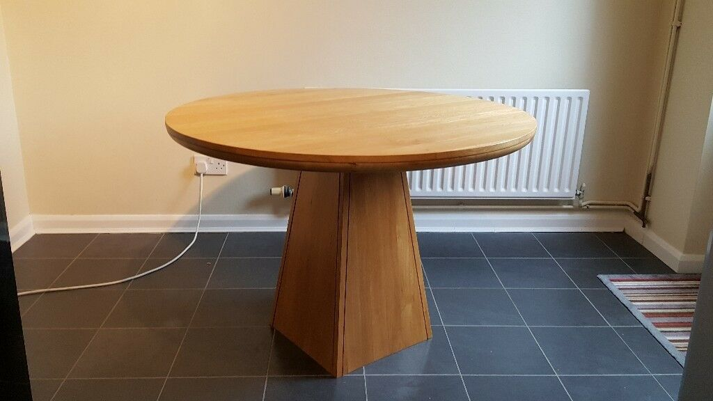 Round Table Lincoln.Solid Oak Round Table Oak Furniture Land In Lincoln Lincolnshire Gumtree