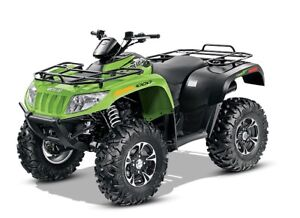 ARCTIC CAT 1000 xt quad like new  only 16 hrs!!!!!