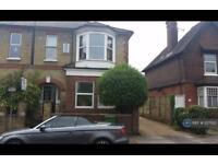 2 bedroom flat in Lincoln Road, Dorking, RH4 (2 bed)