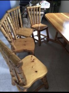 Solid pine table set! Beautiful condition