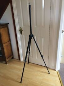 Telescopic photographic tripod