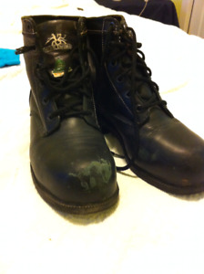 Women's steel toed work boots size 7