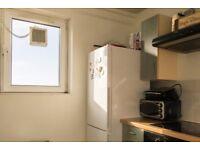 Double Bed in Room to rent in 2-bedroom flatshare in Fulham