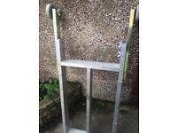 Aluminium stand-off