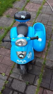 petite voiture électrique 6volts à 3 roues pour enfant.