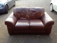 ** REDUCED PRICE TO SELL !! ** Good quality leather sofa (2 seater)